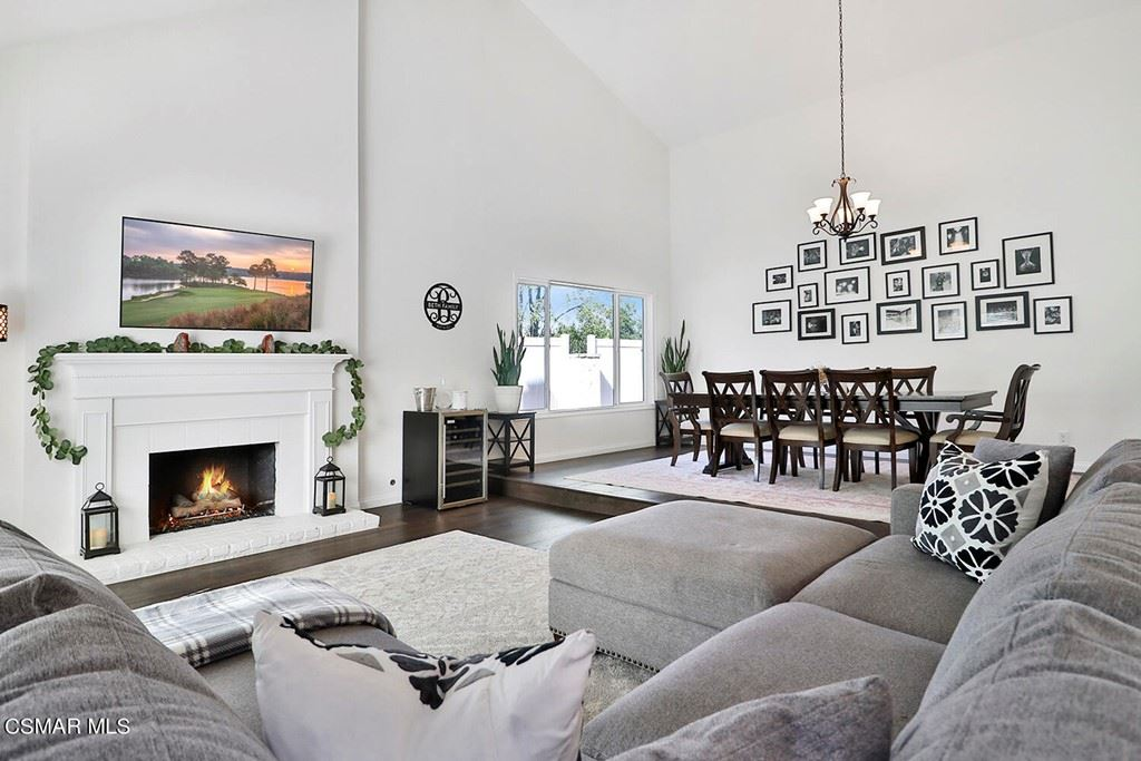 Photo of 87 Shady Grove Lane, Thousand Oaks, CA 91361 (MLS # 221005676)