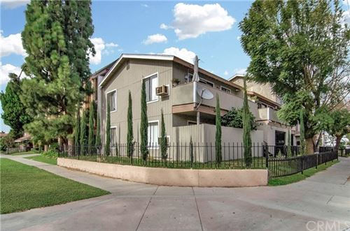 Photo of 629 E Chestnut Avenue, Santa Ana, CA 92701 (MLS # OC21012679)