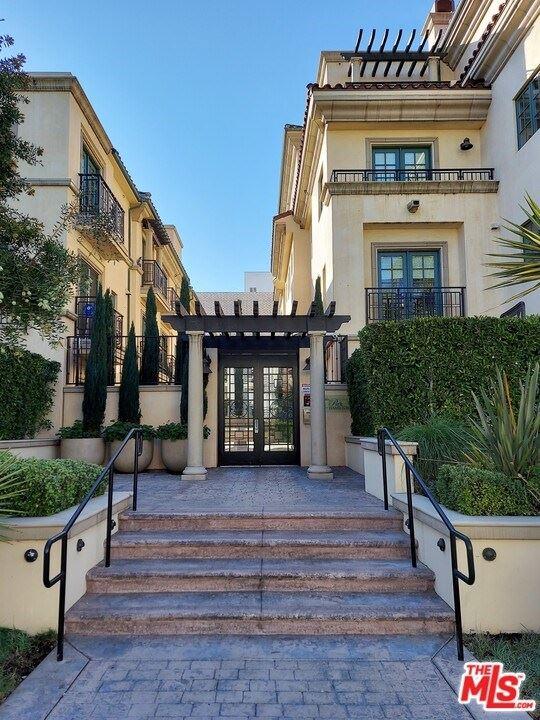 Photo of 225 S Hamilton Drive #102, Beverly Hills, CA 90211 (MLS # 20666684)