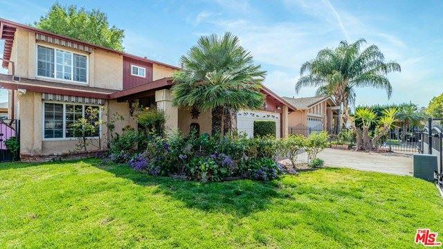 Photo of 18132 Califa Street, Tarzana, CA 91356 (MLS # 21714686)