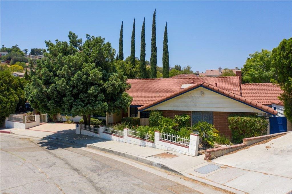 Photo of 11807 Jellico Avenue, Granada Hills, CA 91344 (MLS # SR21153687)