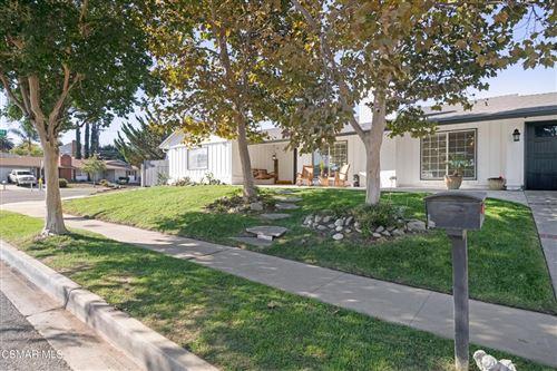 Photo of 208 Camino Manzanas, Thousand Oaks, CA 91360 (MLS # 221005688)