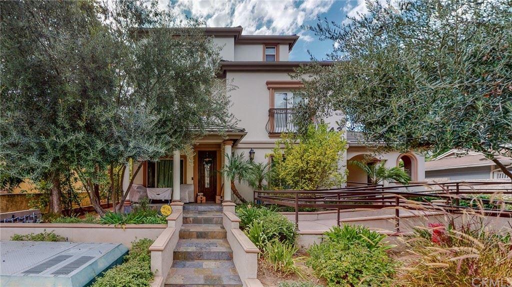 Photo of 443 S Oakland Avenue #5, Pasadena, CA 91101 (MLS # WS21211692)