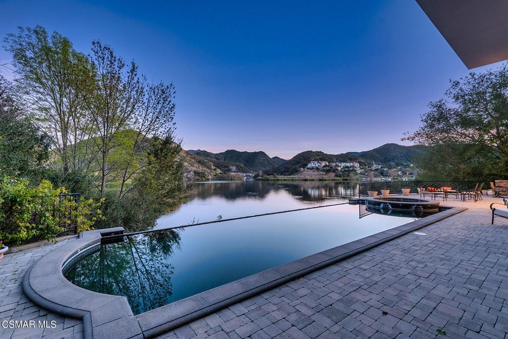Photo of 474 Lake Sherwood Drive, Lake Sherwood, CA 91361 (MLS # 221000699)