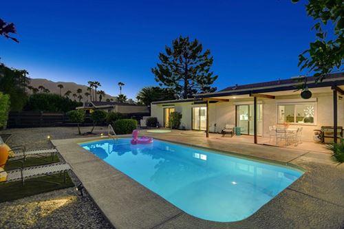 Photo of 915 E Via Escuela, Palm Springs, CA 92262 (MLS # 219051636PS)