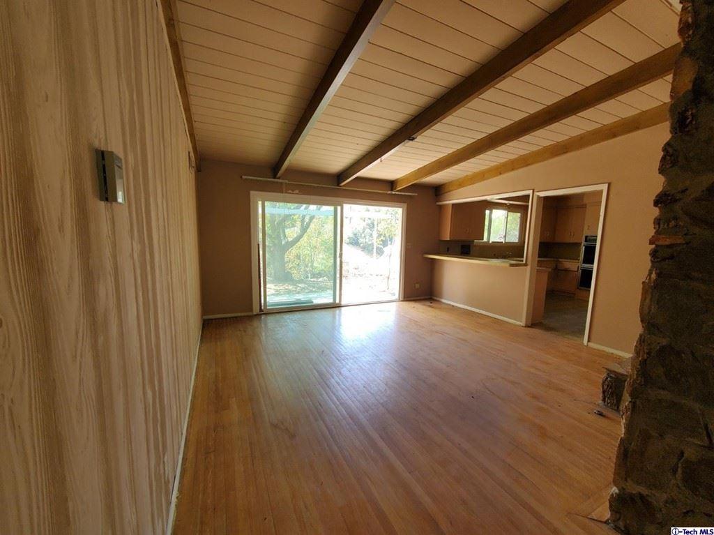 Photo of 677 Glenandale Terrace, Glendale, CA 91206 (MLS # 320007701)