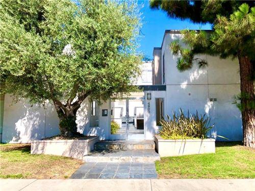 Photo of 4900 Whitsett Avenue #8, Valley Village, CA 91607 (MLS # SR20220702)