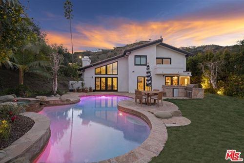 Photo of 16584 Via Floresta, Pacific Palisades, CA 90272 (MLS # 21707704)