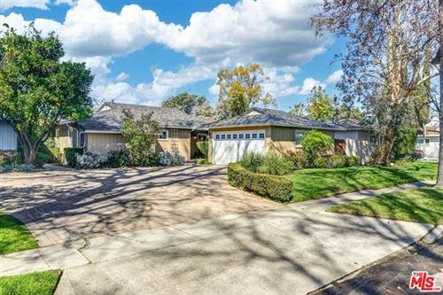 Photo of 5227 Ventura Canyon Avenue, Sherman Oaks, CA 91401 (MLS # 21701706)