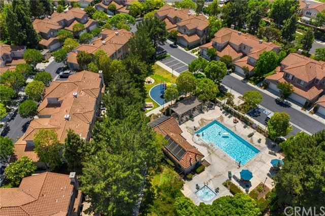 Photo of 206 Calle Orovista, Camarillo, CA 93012 (MLS # BB21130706)