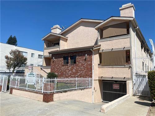 Photo of 8810 Etiwanda Avenue, Northridge, CA 91325 (MLS # SR21208707)
