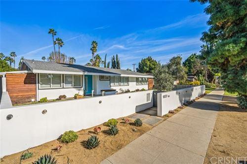 Photo of 19721 Victory Boulevard, Woodland Hills, CA 91367 (MLS # SR21006711)