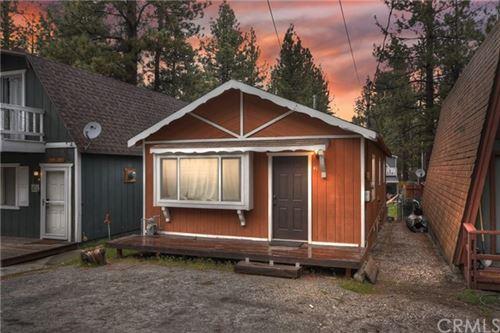 Photo of 413 W Sherwood Boulevard, Big Bear, CA 92314 (MLS # EV21090714)