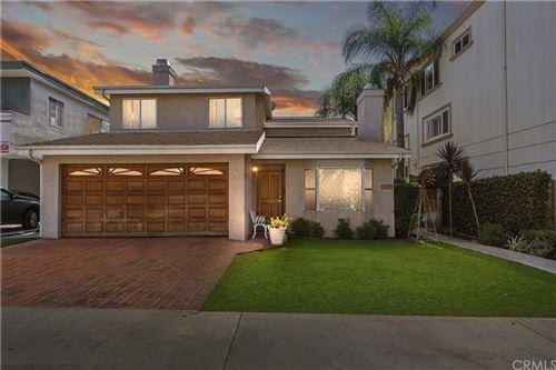 Photo of 11964 Mayfield Avenue, Los Angeles, CA 90049 (MLS # EV21225715)