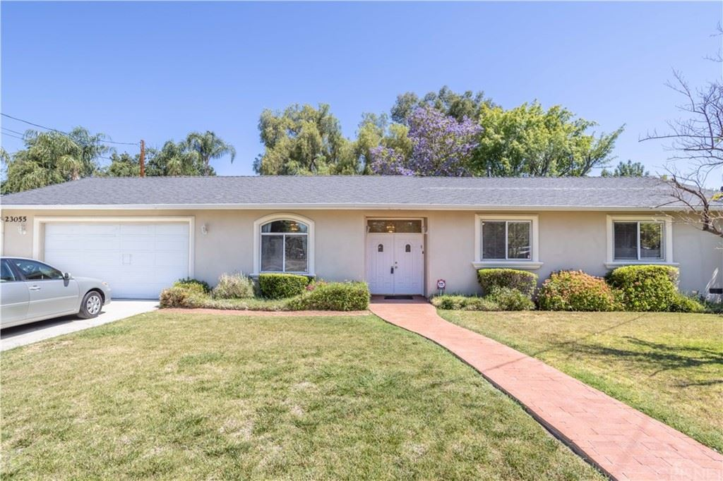 Photo of 23055 Mariano Street, Woodland Hills, CA 91367 (MLS # SR21136722)