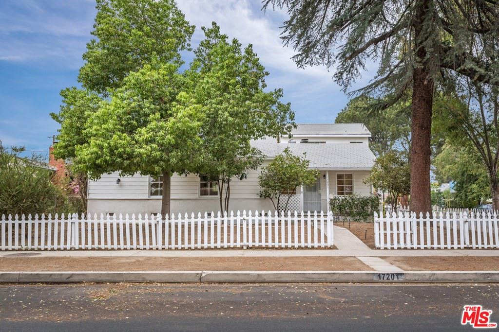 Photo of 17201 Keswick Street, Lake Balboa, CA 91406 (MLS # 21765724)