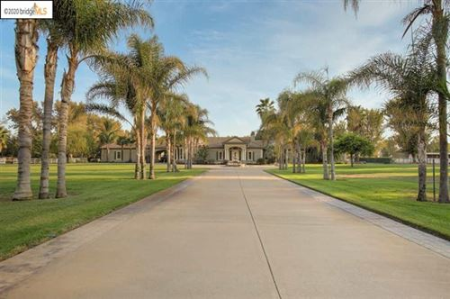 Photo of 3700 Valley Oak Dr, Brentwood, CA 94513 (MLS # 40922725)