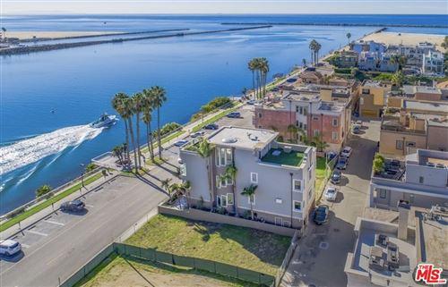 Photo of 135 Via Marina, Marina del Rey, CA 90292 (MLS # 21725728)