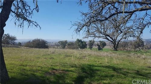 Photo of 2044 Lake Ysabel Road, Templeton, CA 93465 (MLS # NS20189728)