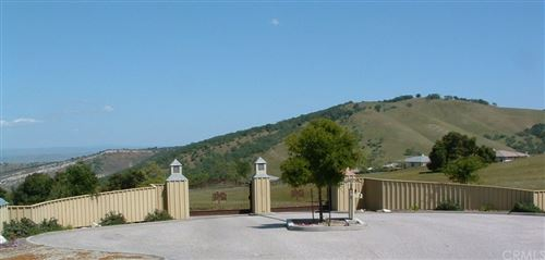 Photo of 9886 Steelhead Road, Paso Robles, CA 93446 (MLS # CV20032739)