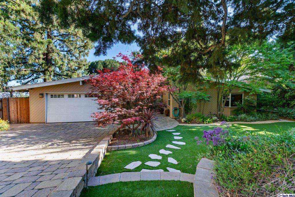 Photo of 2204 Fairhurst Drive, La Canada Flintridge, CA 91011 (MLS # 320006739)