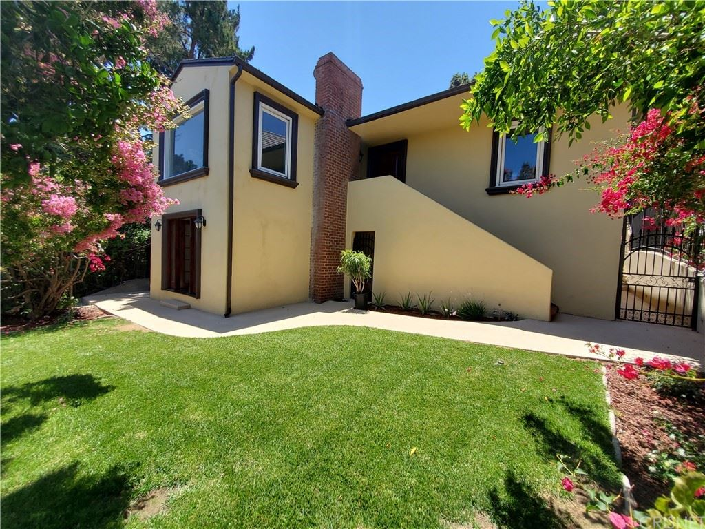 Photo of 3351 Oak Glen Drive, Hollywood Hills, CA 90068 (MLS # SR21145741)