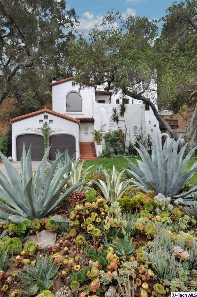 Photo of 1326 San Luis Rey Drive, Glendale, CA 91208 (MLS # 320007742)