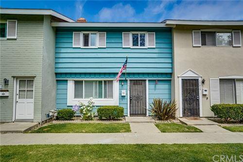 Photo of 19835 Kingswood Lane, Huntington Beach, CA 92646 (MLS # OC21122743)