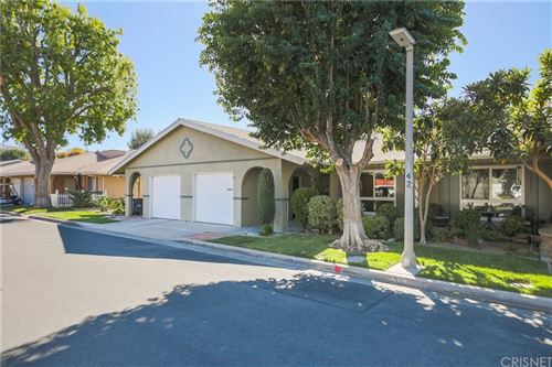 Photo of 26823 Circle Of The Oaks, Newhall, CA 91321 (MLS # SR21232747)