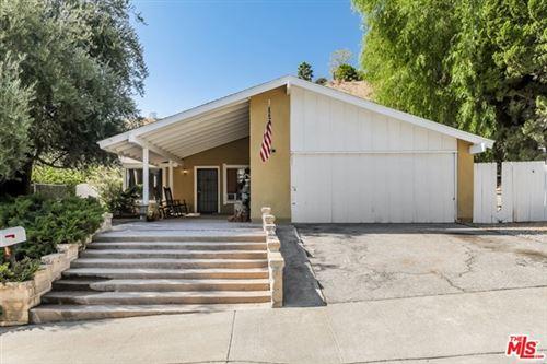Photo of 27393 Catala Avenue, Santa Clarita, CA 91350 (MLS # 20665754)