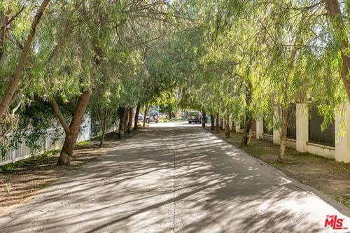 Photo of 22820 Dolorosa Street, Woodland Hills, CA 91367 (MLS # 21693754)