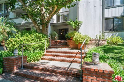 Photo of 406 N Oakhurst Drive #303, Beverly Hills, CA 90210 (MLS # 21773754)