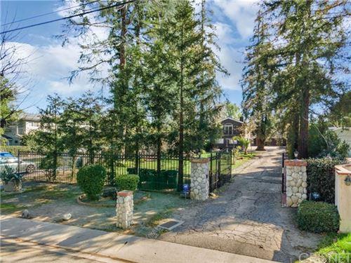 Photo of 23046 Oxnard Street, Woodland Hills, CA 91367 (MLS # SR21035761)