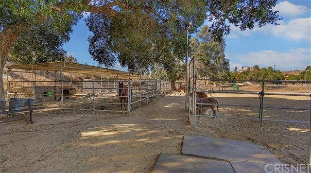Photo for 28300 Oak Spring Canyon Road, Canyon Country, CA 91387 (MLS # SR19258763)