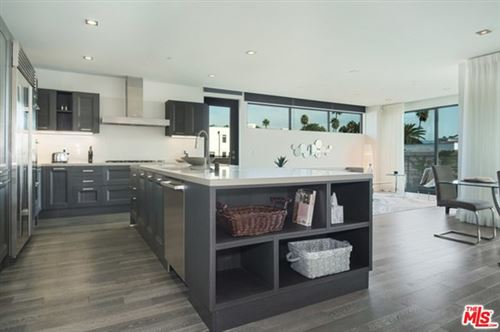 Photo of 432 N Oakhurst Drive #402, Beverly Hills, CA 90210 (MLS # 21699772)