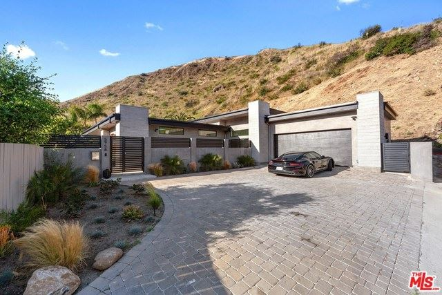 Photo of 5958 PASEO CANYON Drive, Malibu, CA 90265 (MLS # 20567772)