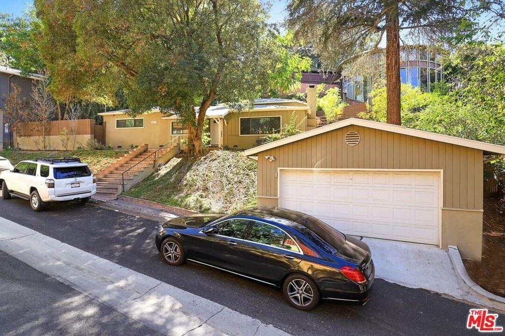 Photo of 3863 Ridgemoor Drive, Studio City, CA 91604 (MLS # 21786774)