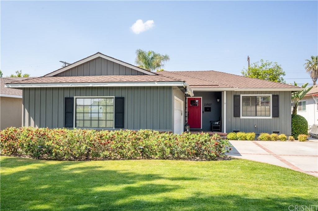 Photo of 13407 Debby Street, Valley Glen, CA 91401 (MLS # SR21160781)