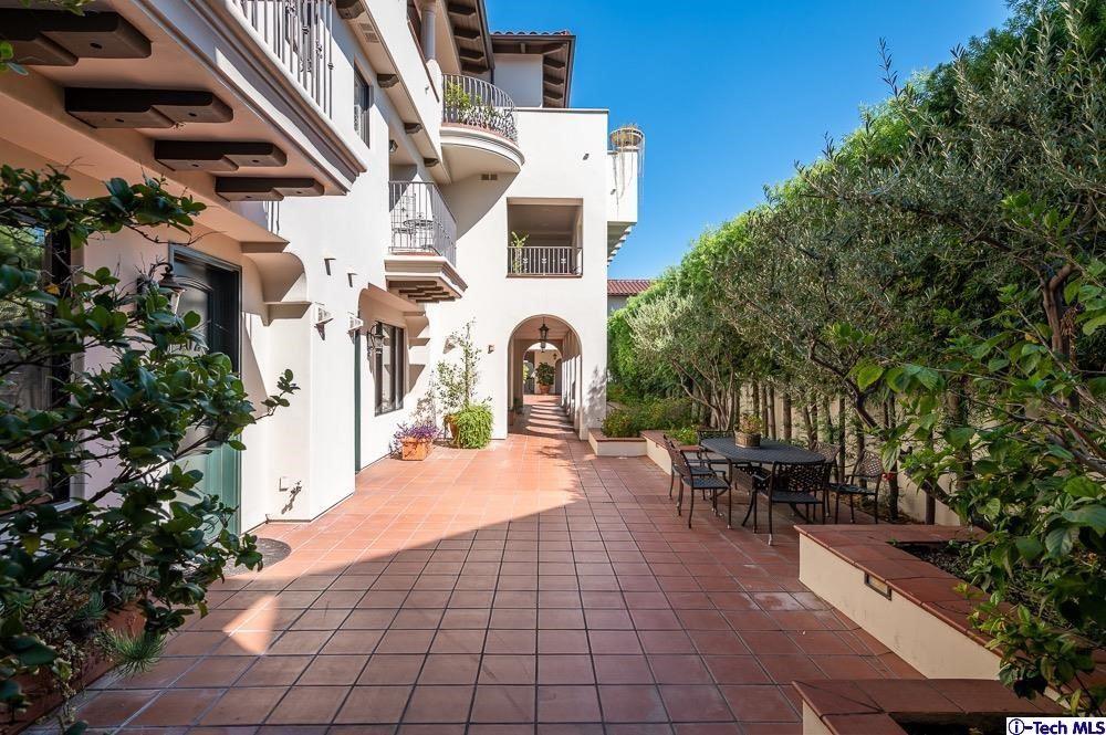 Photo of 108 S El Molino Avenue #105, Pasadena, CA 91101 (MLS # 320007783)