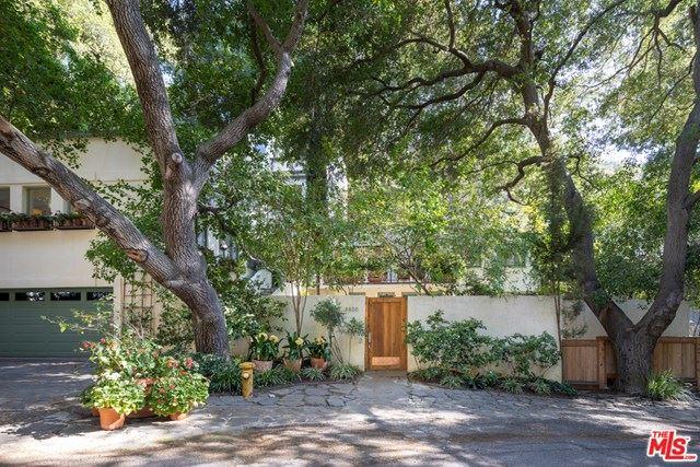 Photo of 9800 Yoakum Drive, Beverly Hills, CA 90210 (MLS # 21717788)