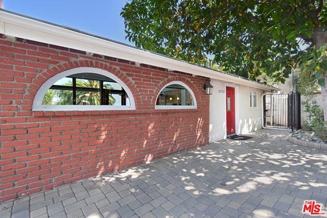 Photo of 22505 Macfarlane Drive, Woodland Hills, CA 91364 (MLS # 21751798)