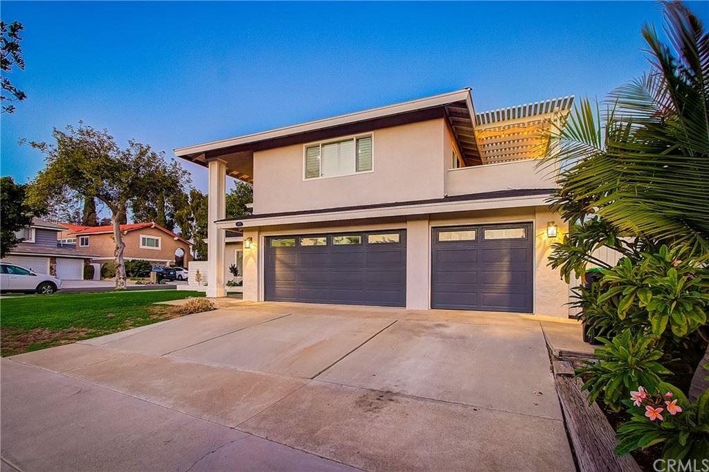 Photo of 13772 Ridgecrest Circle, Tustin, CA 92780 (MLS # OC21211801)