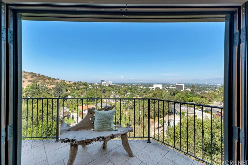 Photo of 14711 Round Valley Drive, Sherman Oaks, CA 91403 (MLS # SR21201802)