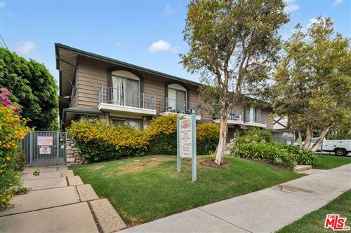 Photo of 18561 Prairie Street, Northridge, CA 91324 (MLS # 21768804)