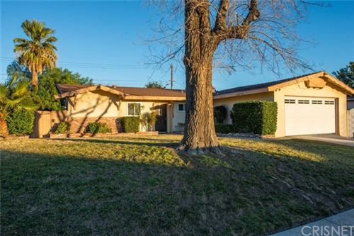 Photo of 27508 Vilna Avenue, Canyon Country, CA 91351 (MLS # SR21028804)
