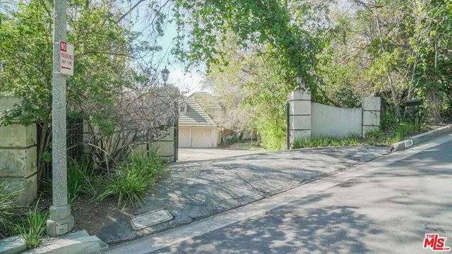 Photo of 1155 TOWER Road, Beverly Hills, CA 90210 (MLS # 20580804)