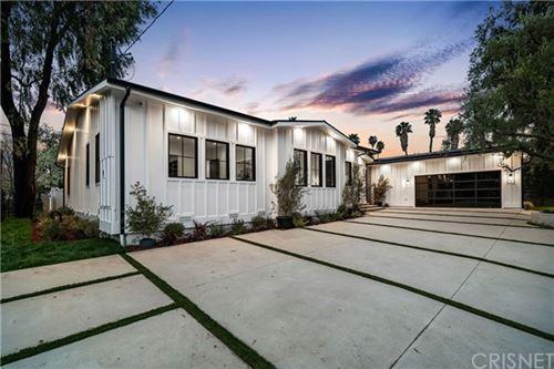 Photo of 19261 Bernetta Place, Tarzana, CA 91356 (MLS # SR21081812)