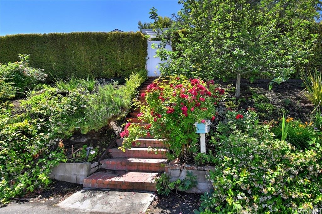 Photo of 13328 Galewood Street, Sherman Oaks, CA 91423 (MLS # SR21131816)