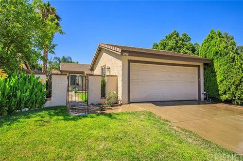Photo of 23516 Lampara Drive, Valencia, CA 91355 (MLS # SR20135817)