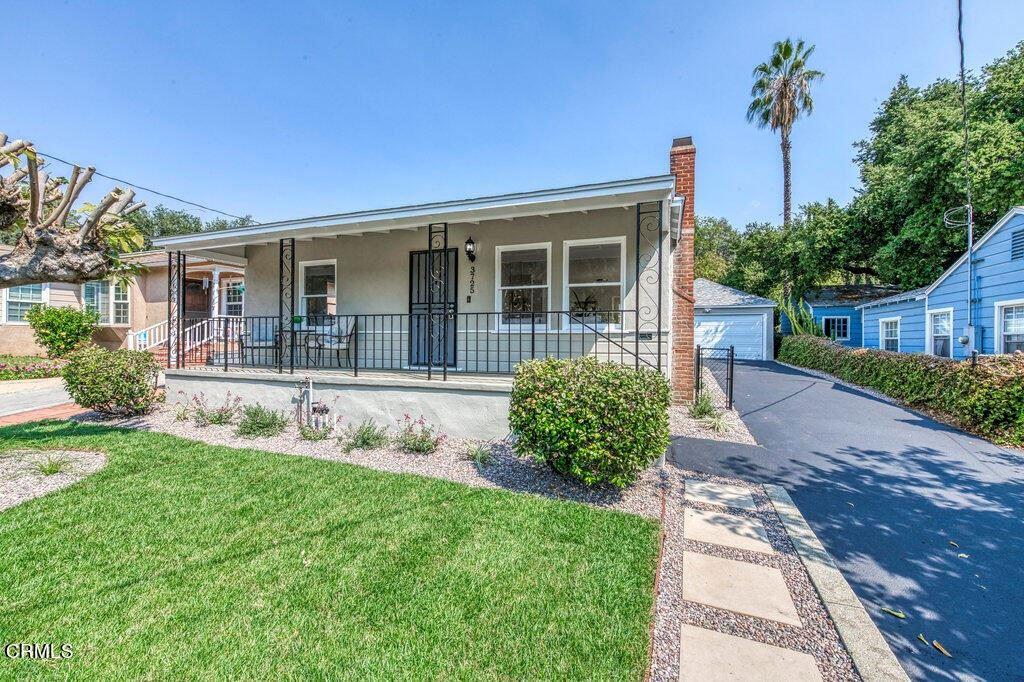Photo of 3725 Montrose Avenue, La Crescenta, CA 91214 (MLS # P1-6817)